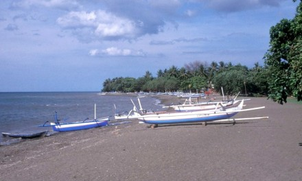 Пляж Lovina, Бали