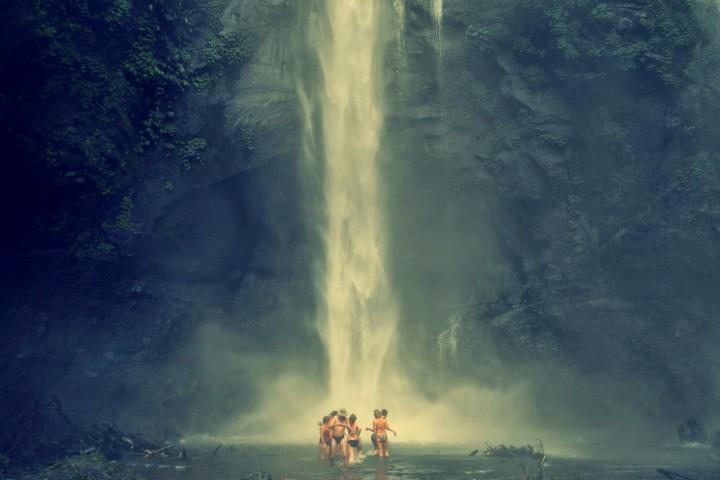 Под водопадом Секумпул
