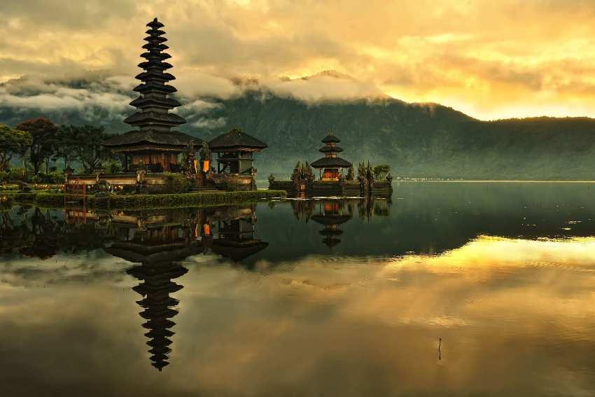 Лучшие места Бали - храм Улун Дану